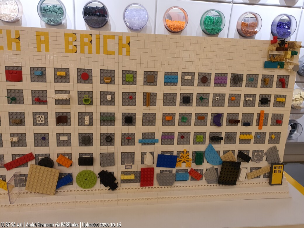 Photo by André Biermann, taken at LEGO Store München Riem
